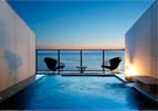 海に浮かぶ露天風呂付客室